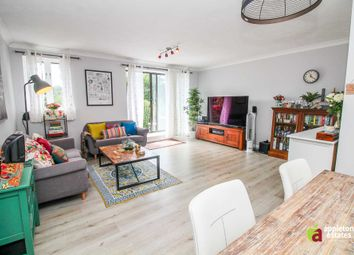Thumbnail 2 bedroom flat for sale in Linnet Court, Chepstow Road, Croydon