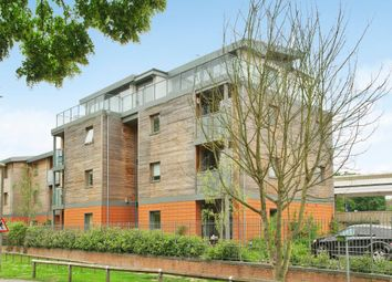 Thumbnail 2 bed flat to rent in Meadow Road, Henley-On-Thames, Oxfordshire