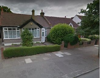 Thumbnail 4 bed bungalow to rent in Gyllyngdune Gardens, London