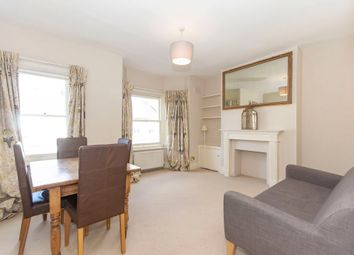 2 bed flat to rent in Rowena Crescent, London SW11