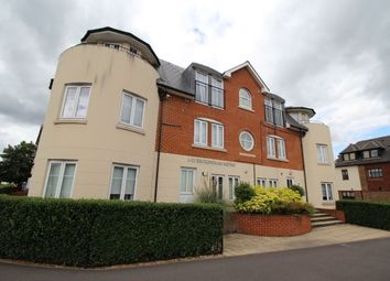 2 bed flat to rent in Station Road, Egham TW20