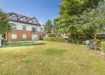 Pinewood Avenue, Crowthorne, Berkshire, 6 Rd RG45. 2 bed flat