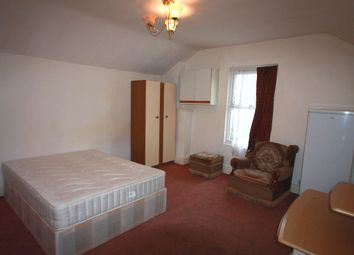 Thumbnail Room to rent in Double Room, Oakfield Road