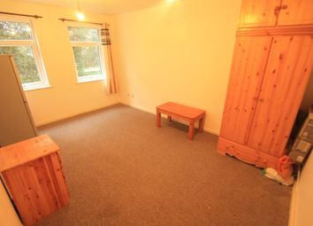 Thumbnail Studio to rent in Glenfield Road, Luton