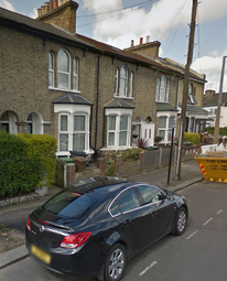 Thumbnail 4 bed flat to rent in Russell Road, London