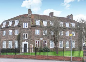 Thumbnail 2 bedroom flat for sale in Bells Hill, High Barnet