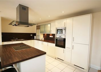 3 bed flat to rent in Luscinia View, Napier Road, Reading, Berkshire RG1
