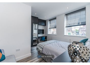 Room to rent in Parade Mansions, London NW4