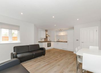 2 bed flat to rent in Castlebar Road, Ealing W5