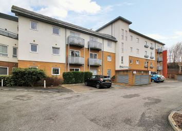 Thumbnail 1 bed flat for sale in Reeves House, Trafalgar Gardens, Crawley, West Sussex