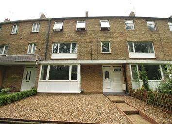 Thumbnail 5 bed town house to rent in Wellbury Terrace, Hemel Hempstead