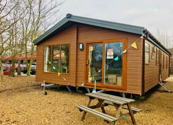 Thumbnail 3 bed mobile/park home for sale in Crow Lane, Great Billing, Northampton