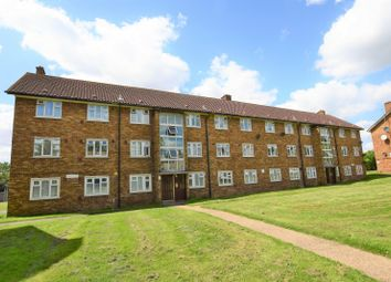 Longhayes Court, Chadwell Heath, Romford RM6. 3 bed flat
