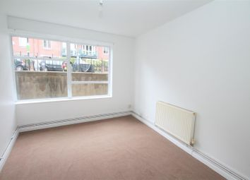 Thumbnail 2 bed flat to rent in York Avenue, Hove
