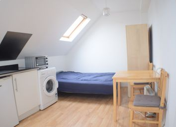 Thumbnail Studio to rent in Hendon Way, Childs Hill, London