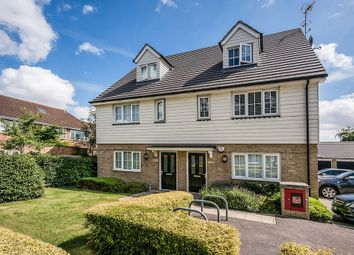 Thumbnail 2 bed flat to rent in Sunnymede, Chigwell