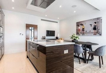 Thumbnail 3 bed flat to rent in Oxford Terrace Town Houses, Palace Wharf, Rainville Road, London