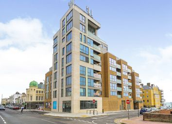 3 bed flat for sale in Kingsway, Hove BN3
