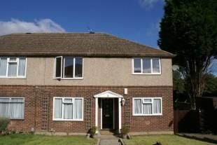 2 bed flat to rent in Shooters Road, Enfield EN2