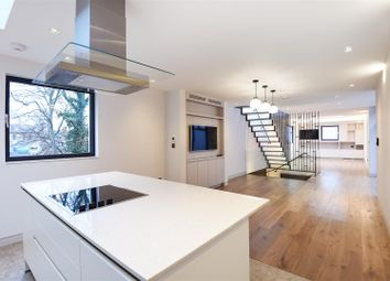 Thumbnail 4 bed property to rent in Rosslyn Mews, Hampstead Village, London