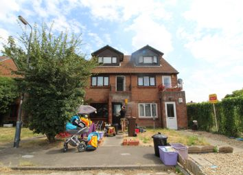 1 bed flat to rent in Reynolds Close, Colliers Wood, London SW19
