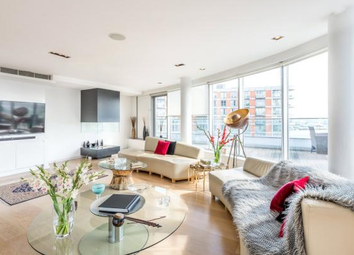 Thumbnail 3 bed flat to rent in New Providence Wharf, Canary Wharf