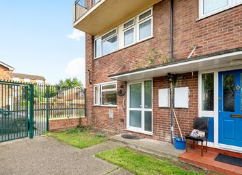 St Dunstans Close, Hayes, Middlesex UB3. 2 bed maisonette