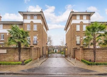 4 bed property to rent in Hurlingham Square, Peterborough Road, London SW6