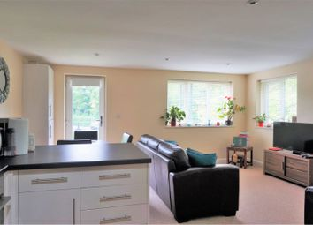 Thumbnail 2 bed flat for sale in 399 Brighton Road, Coulsdon