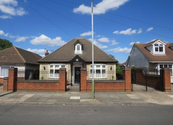 Hubert Road, Rainham RM13. 3 bed detached bungalow