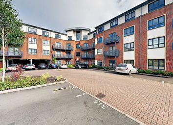 Thumbnail 2 bed flat to rent in Wallis Square, Farnborough