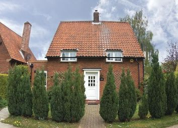Thumbnail 3 bedroom detached house to rent in Lytton Gardens, Welwyn Garden City