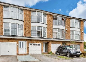 3 bed town house to rent in St James Close, New Malden KT3