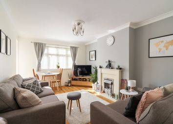 Althorne Gardens, London E18. 2 bed flat