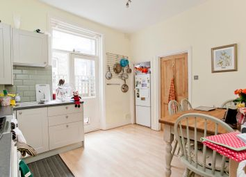 Thumbnail 1 bed flat to rent in Venn Street, Clapham Common, London