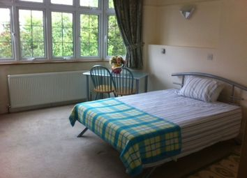 Room to rent in Wycombe Gardens, London NW11