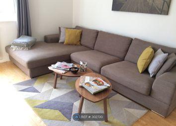 3 bed flat to rent in Warren Court, London W5
