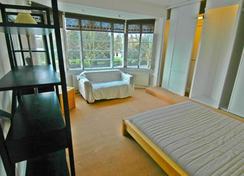 Thumbnail Room to rent in Clarence Avenue, London