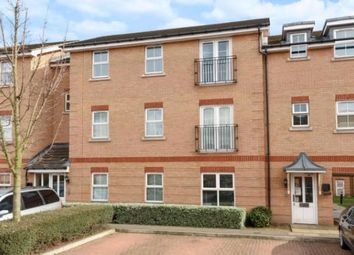 2 bed flat to rent in De Havilland Square, Ilford IG1