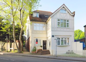 High Street, Claygate KT10. 2 bed flat