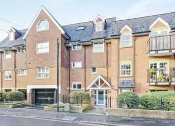 2 bed flat to rent in Prospect Court, Sydenham Road, Guildford GU1