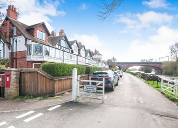 Thumbnail 1 bedroom flat for sale in River Road, Taplow, Maidenhead