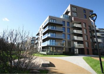 Devan Grove, London N4. 3 bed flat for sale