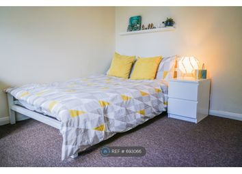 Room to rent in Deeds Grove, High Wycombe HP12