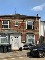 Thumbnail 1 bed flat to rent in 15 Grove Rd, Luton