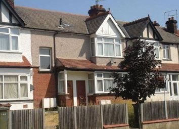 2 bed flat to let in Headstone Gardens