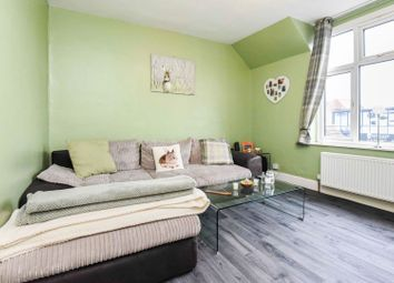 Thumbnail 1 bed flat for sale in Goldings Hill, Loughton