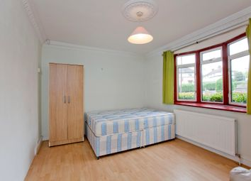 Thumbnail Room to rent in Barfield Avenue, High Barrnet London