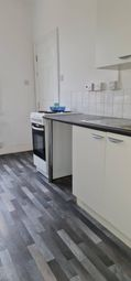 2 bed flat to rent in Beatrice Road, Leicester LE3