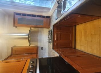 2 bed property to rent in Bank Parade, Burnley BB11